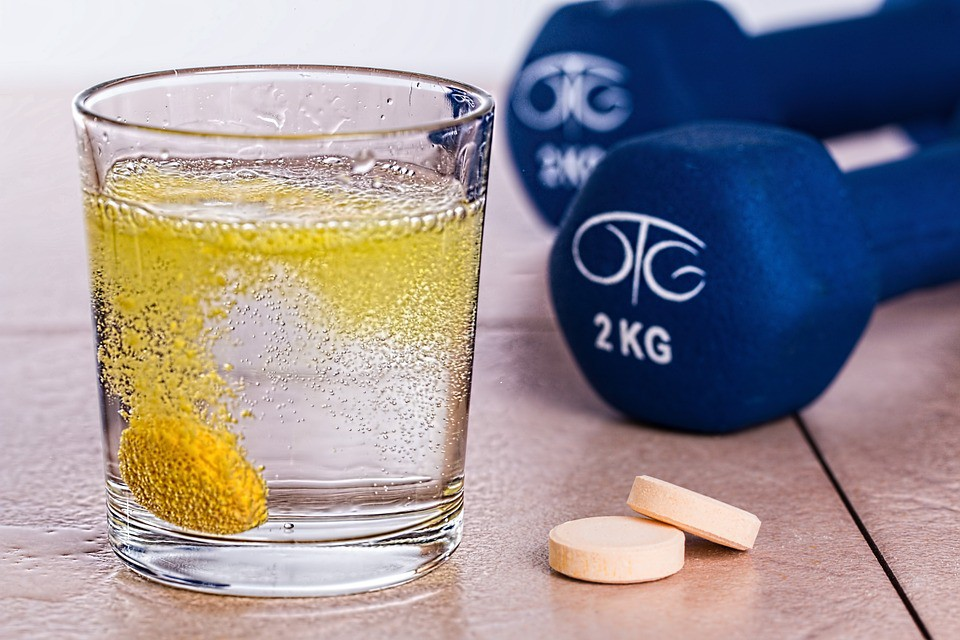 5 witamin i aminokwasów, które musisz suplementować podczas treningu