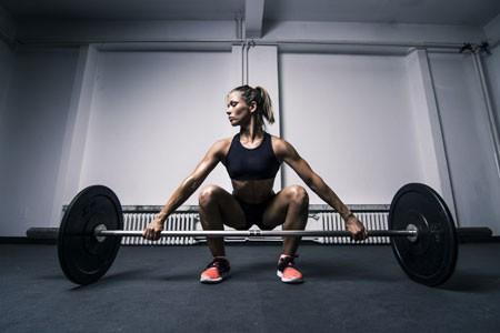9 ogólnorozwojowych ćwiczeń ze sztangą