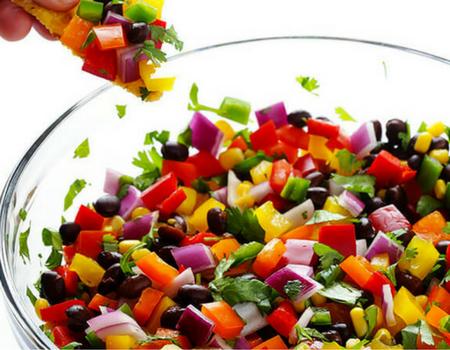 9 wiosennych warzyw i owoców, które warto włączyć do diety